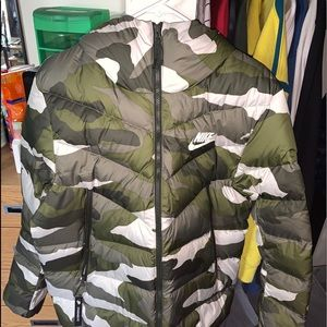Nike mens downfill camo puffer jacket